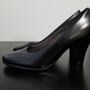 "Women's Aerosoles: Size 5.5, Black pumps, 3"" heel"